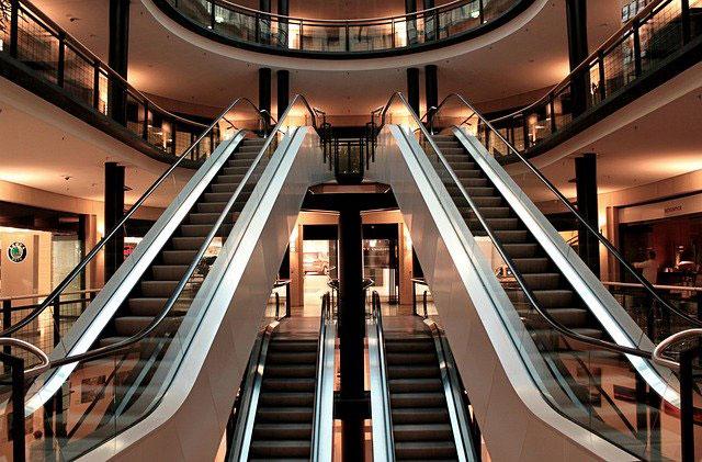 Cuida de tu centro comercial con las máquinas de limpieza
